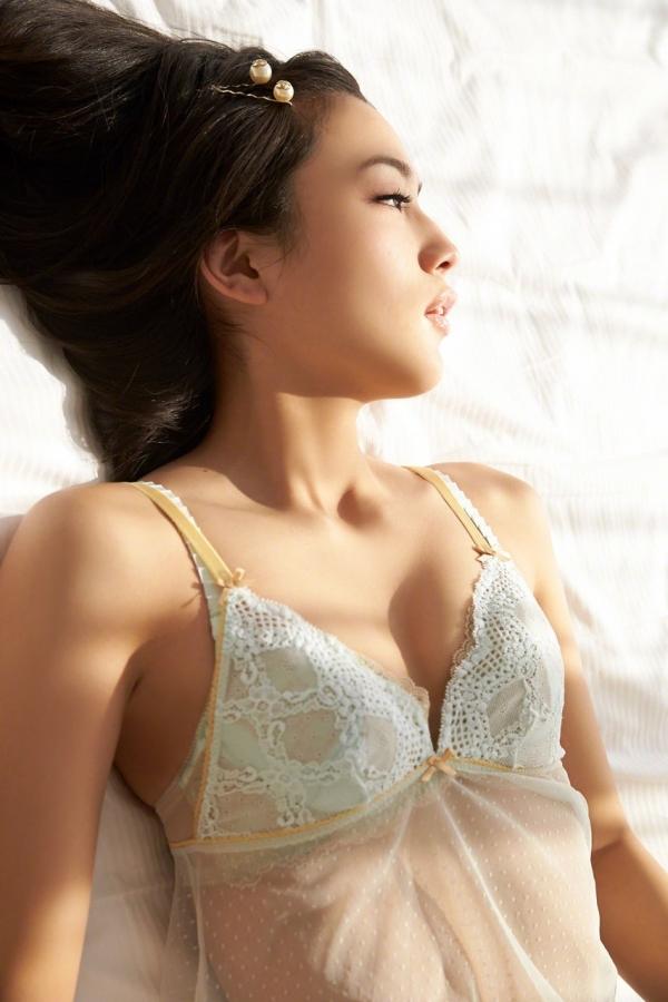 川口春奈 Aカップ美乳がキュートな水着や下着姿の画像65枚017.jpg