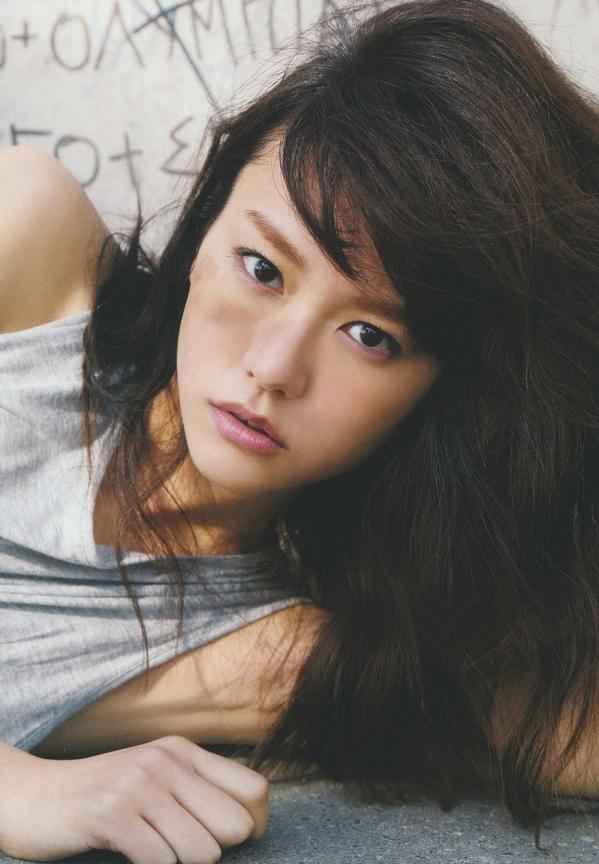 桐谷美玲 パンチラ 水着 下着 エロ画像a025.jpg