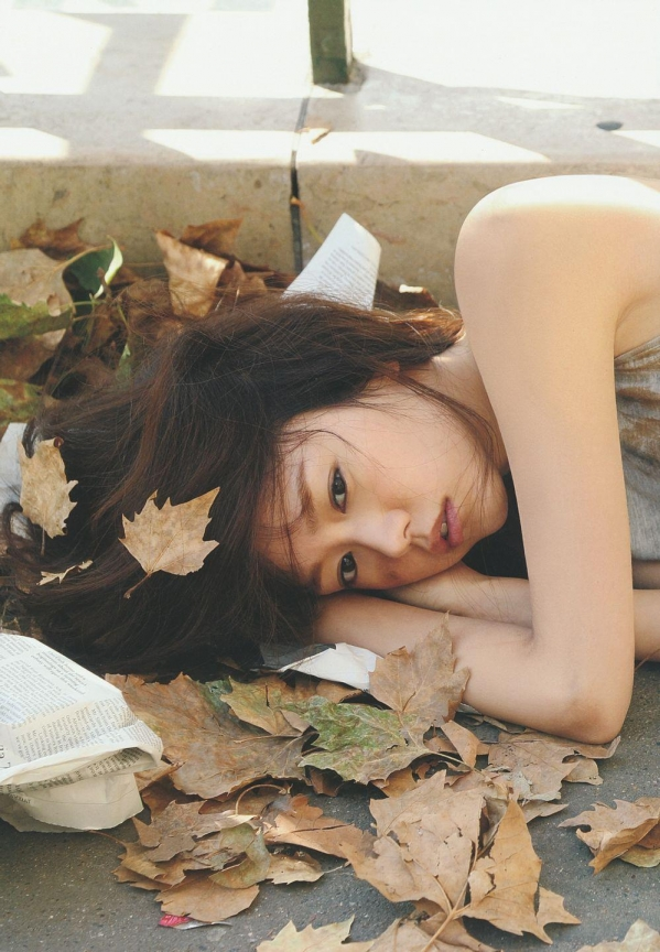桐谷美玲 パンチラ 水着 下着 エロ画像a026.jpg