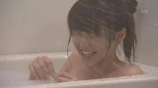桐谷美玲 パンチラ 水着 下着 エロ画像a094.jpg