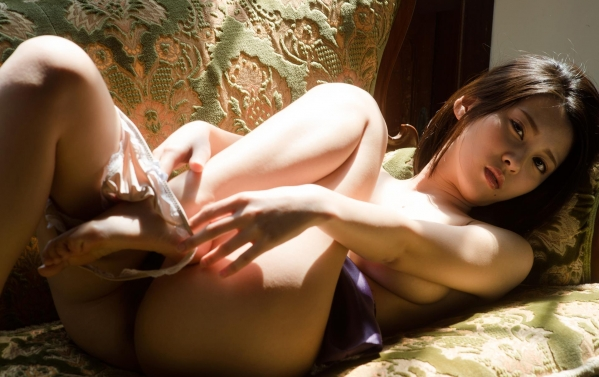 松岡ちな 小柄で美巨乳の美女ヌード画像125枚の035枚目
