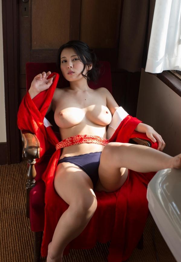 松岡ちな 小柄で美巨乳の美女ヌード画像125枚の055枚目