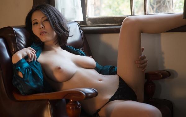 松岡ちな 小柄で美巨乳の美女ヌード画像125枚の067枚目