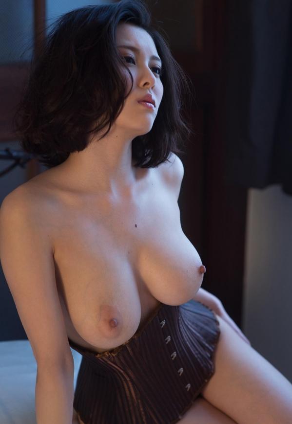 松岡ちな 小柄で美巨乳の美女ヌード画像125枚の118枚目