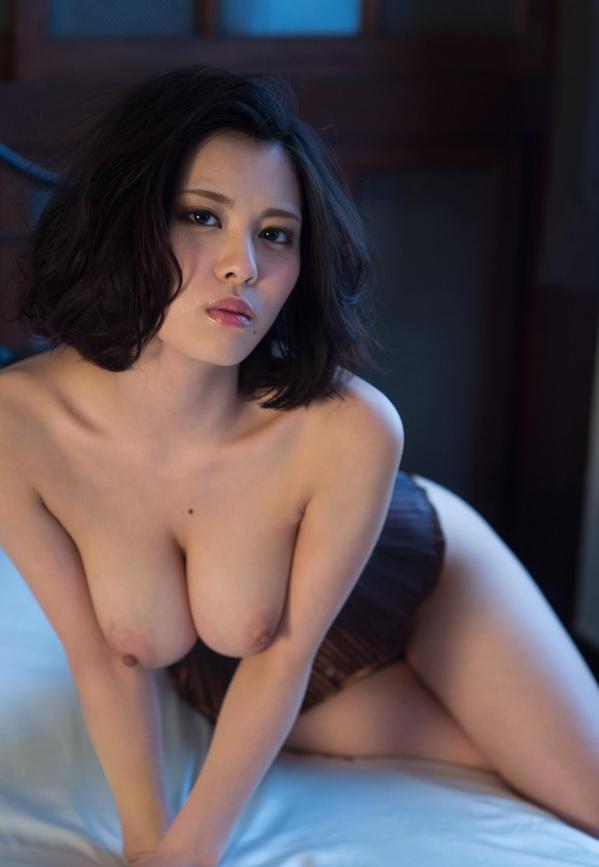 松岡ちな 小柄で美巨乳の美女ヌード画像125枚の119枚目