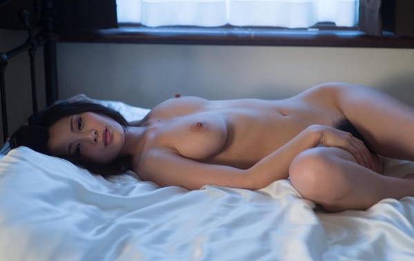 松岡ちな 小柄で美巨乳の美女ヌード画像125枚の125枚目