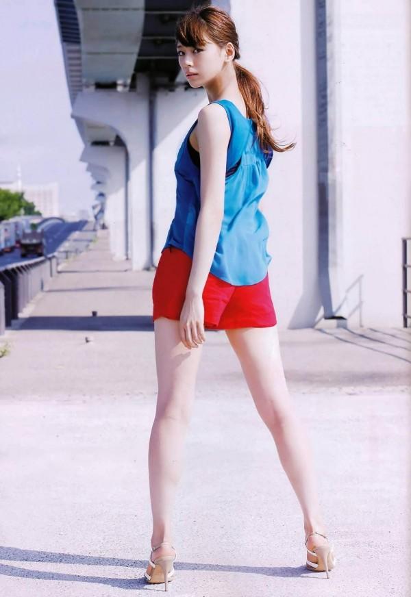西内まりや 水着で見せるセクシーなBカップ美乳エロカワ画像a006.jpg