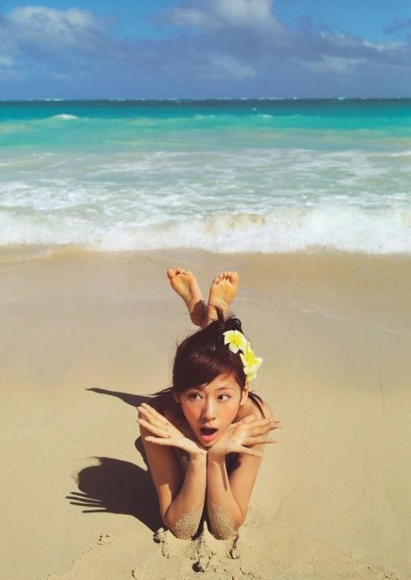 西内まりや 水着で見せるセクシーなBカップ美乳エロカワ画像a010.jpg