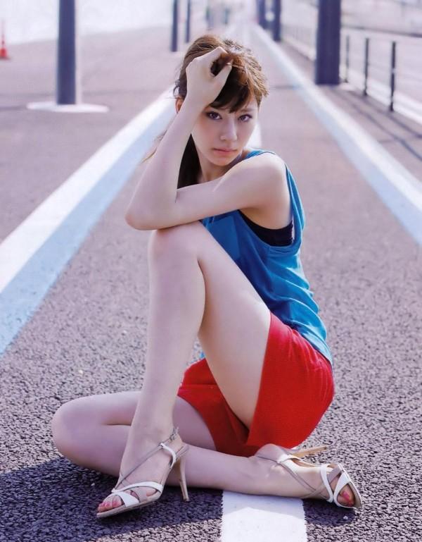 西内まりや 水着で見せるセクシーなBカップ美乳エロカワ画像a014.jpg