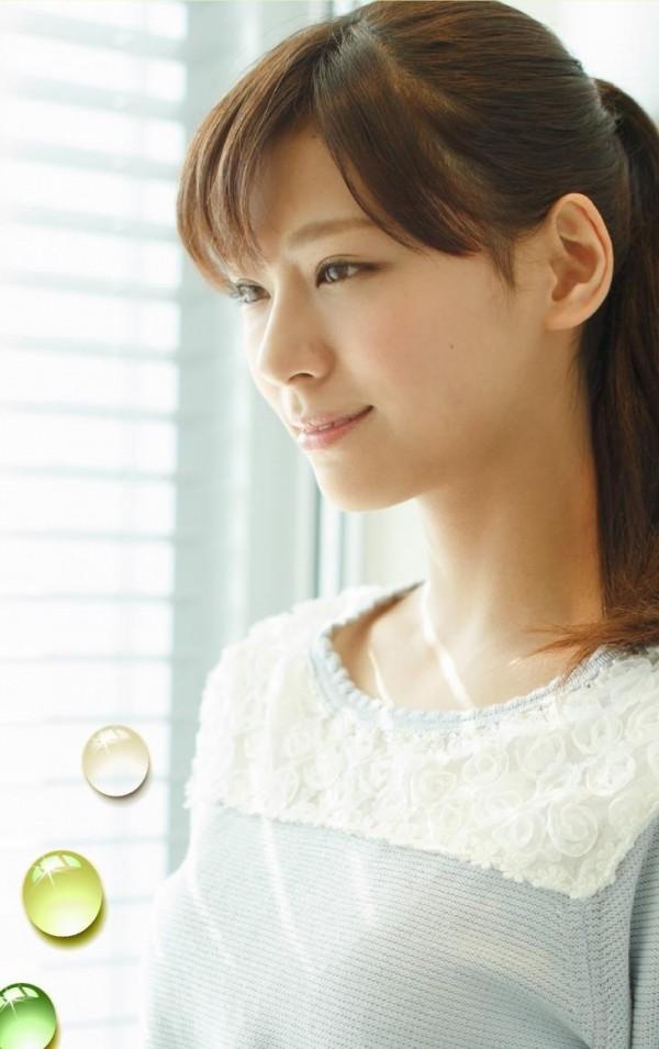 西内まりや 水着で見せるセクシーなBカップ美乳エロカワ画像a015.jpg