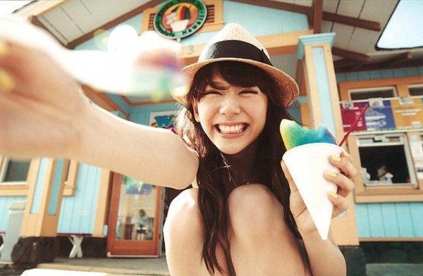 西内まりや 水着で見せるセクシーなBカップ美乳エロカワ画像a032.jpg