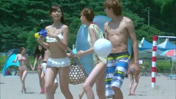 西内まりや 水着で見せるセクシーなBカップ美乳エロカワ画像b001.jpg