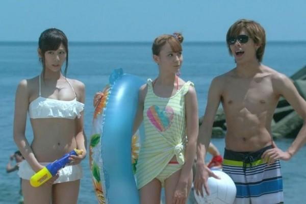 西内まりや 水着で見せるセクシーなBカップ美乳エロカワ画像b004.jpg