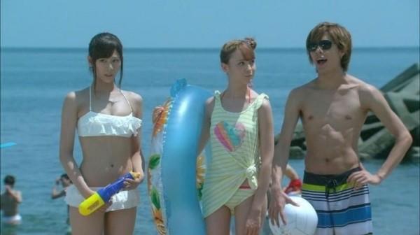 西内まりや 水着で見せるセクシーなBカップ美乳エロカワ画像b005.jpg