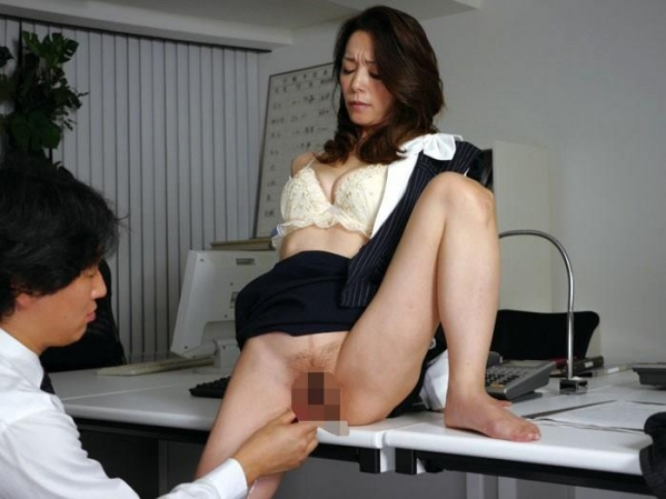 OL 制服 パンチラ フェラ クンニ セックス エロ画像b004.jpg