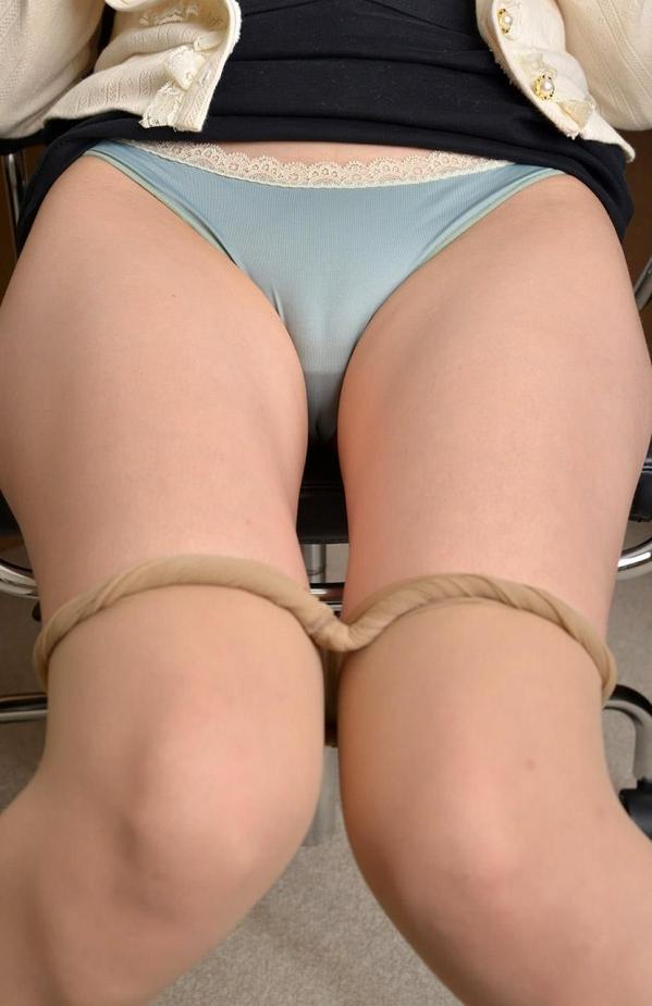 つぼみ着エロ画像60枚 パンスト脱いで誘惑する女教師043.jpg