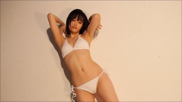 山本彩 水着エロ画像60枚 美乳とプリケツ抜き過ぎ注意b009.jpg