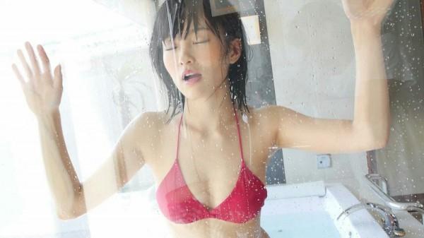 山本彩 水着エロ画像60枚 美乳とプリケツ抜き過ぎ注意b013.jpg