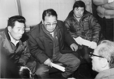 動燃幌延連絡所で抗議する住民