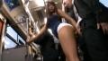バスの中で堂々と痴女るホットパンツのギャル