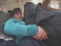 満員電車で無垢なJKに無理矢理キスや手コキさせるリーマン