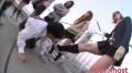 JK集団の上履きを舐めさせられ金蹴りされる男