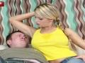 彼女の酸っぱい腋や蒸れた足裏を嫌々嗅がされる彼氏