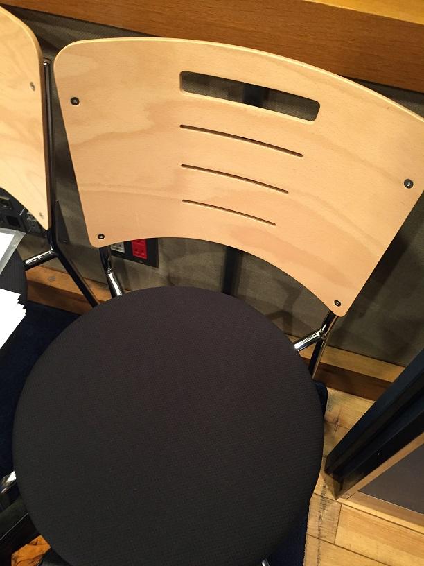 興津和幸さん椅子