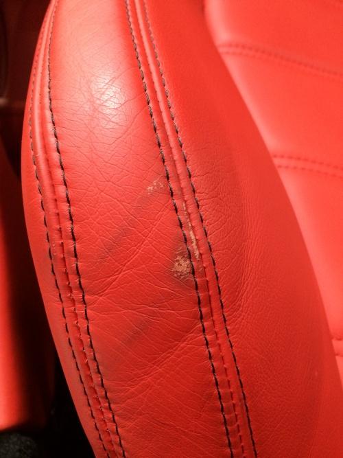 赤い内装補修 マセラティ グラントゥーリズモ