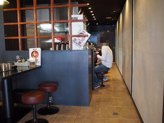 s-鶏麺店内PA317437