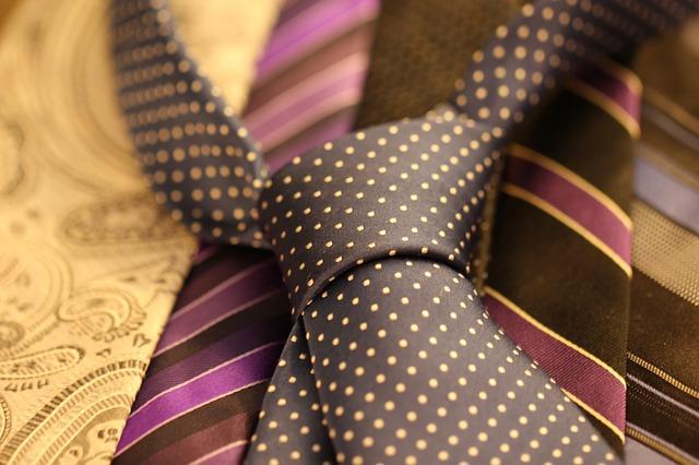 cravat-987584_640.jpg