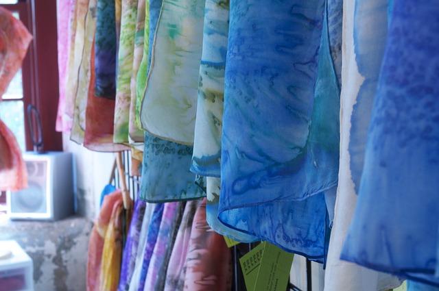 fabrics-954576_640.jpg