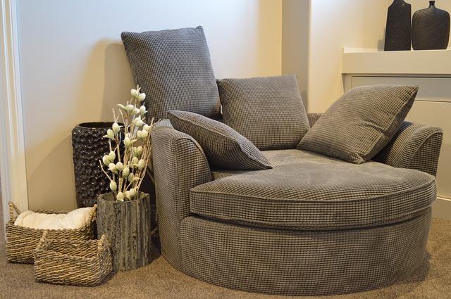 sofa-1078931_640.jpg