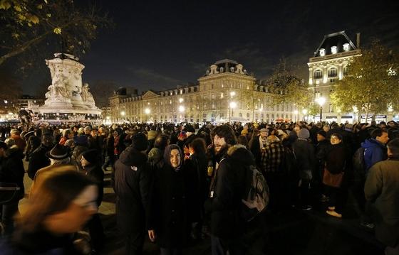 デモ禁止に抗議するデモ