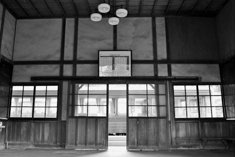 矢岳駅(白黒)