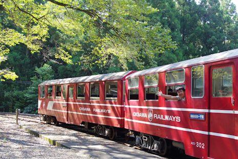 川根小山駅で列車を見送り