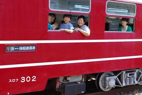 長島ダム駅でまた追いついた