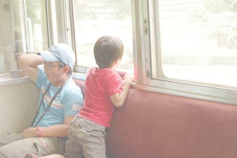 窓の外には大井川