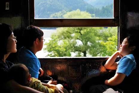 窓が開く列車、楽しいね1