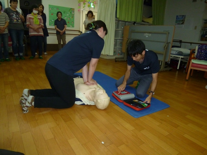 AEDと心マ