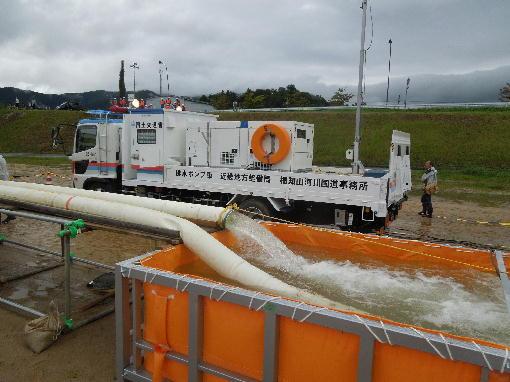 8.排水ポンプ車