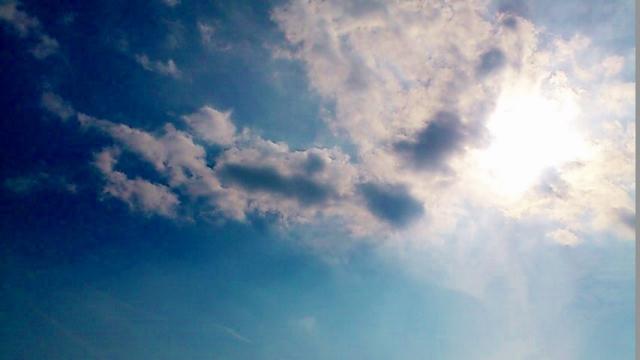 古墳の空 (640x360)