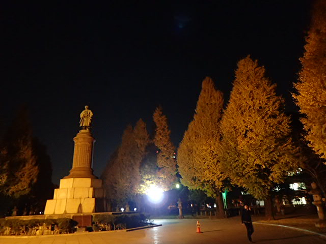 靖国神社夜 (1)