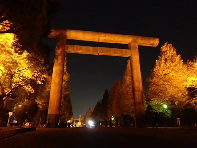 靖国神社夜 (2)
