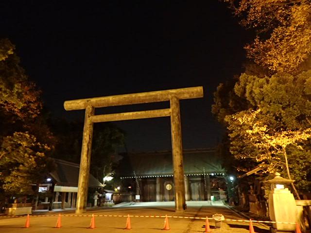 靖国神社夜 (8)