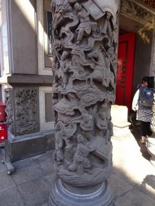 関帝廟の柱