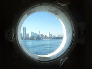 窓から見える横浜市内