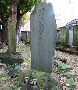 23世佛摩和尚の墓