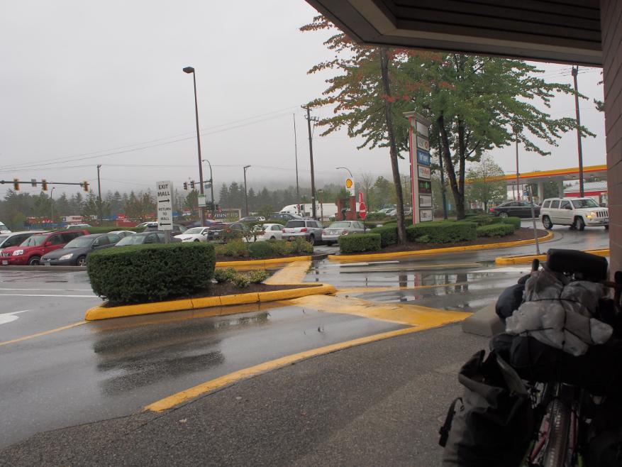 20150908自転車雨宿り2