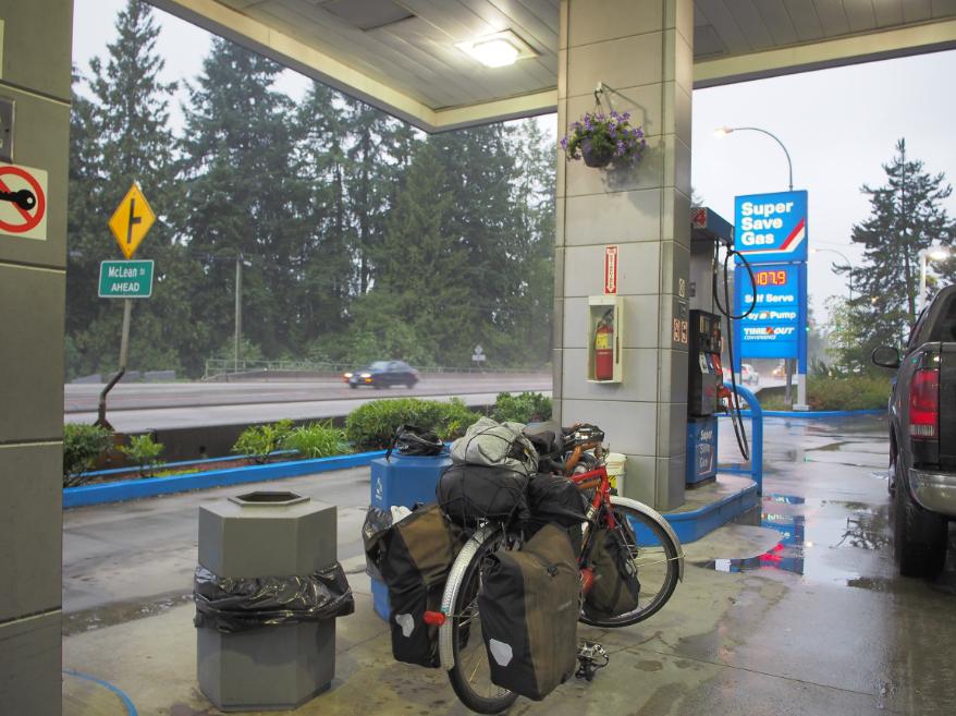 20150908自転車雨宿り
